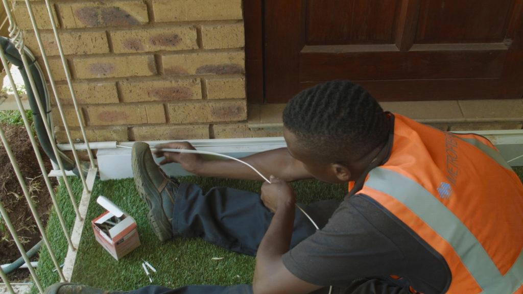 Installation d'un réseau de fibre optique par MetroFibre Networx en Afrique du Sud. - © STOA
