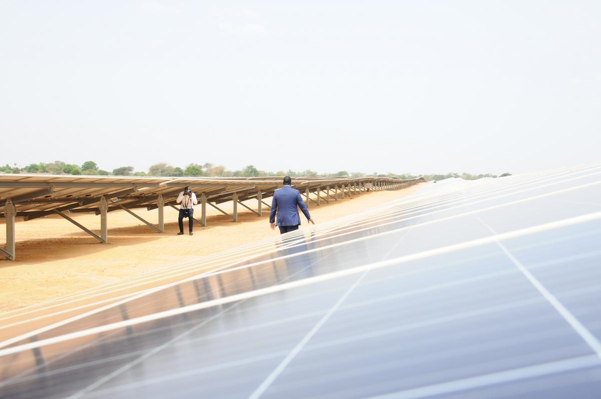 Centrale photovoltaïque Senergy, située à Santhiou Mékhé, dans la commune de Méouane (Thiès) au Sénégal, et qui constitue la première transaction liée à l'énergie solaire du FONSIS (2016). -© FONSIS
