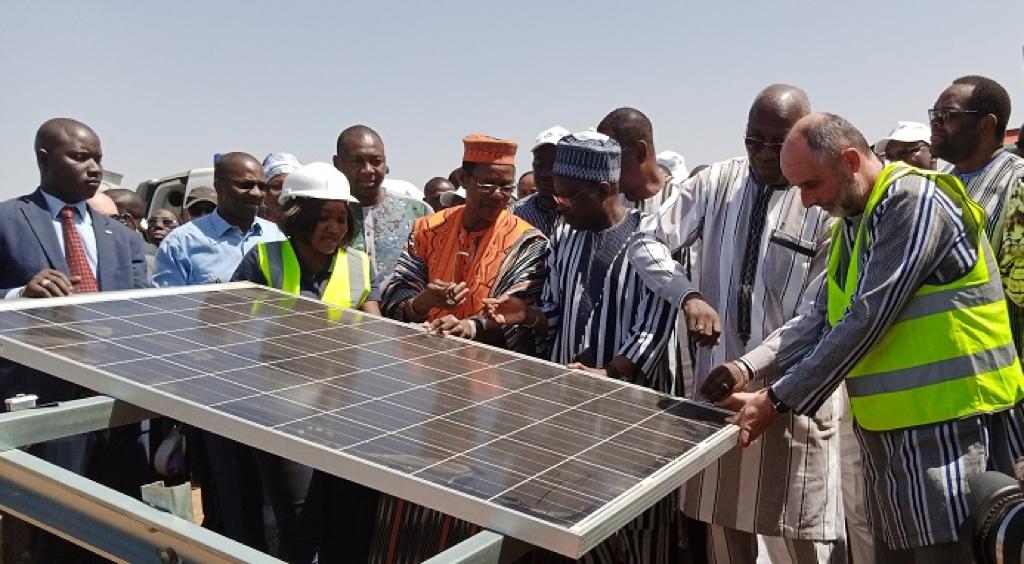 Lancement des travaux de la centrale solaire de Pâ, fruit d'un PPP entre l'État du Burkina Faso et le groupe français Urbasolar et son partenaire PPS. - ©Urbasolar