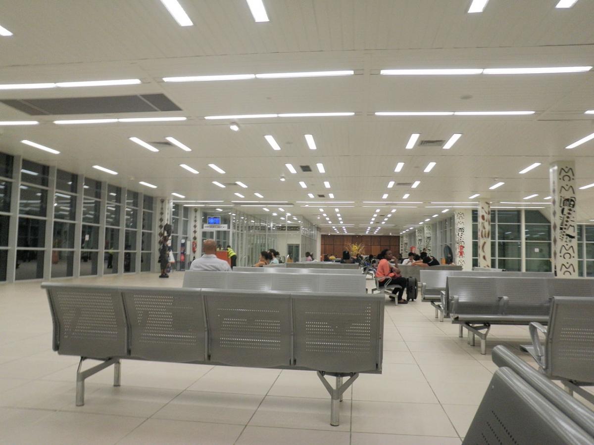 Hall de départ de l'aéroport international de Gbessia à Conakry (République de Guinée), en 2012