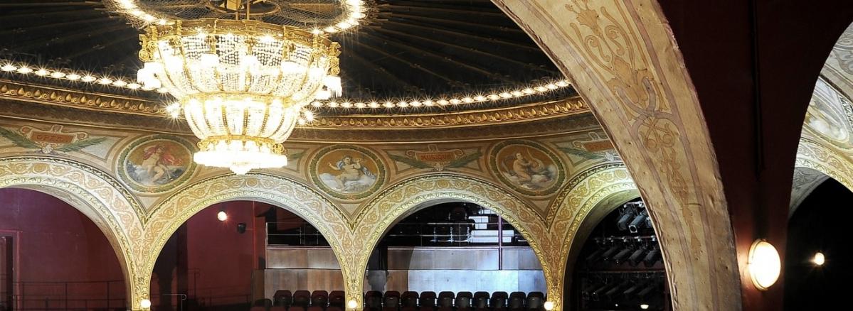 Théâtre du Châtelet à Paris, Betom
