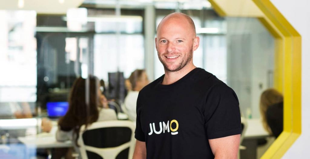 Andrew Watkins-Ball, le fondateur et actuel directeur général de Jumo, a déménagé le siège social de la fintech du Cap à Singapour en septembre 2018, dans le cadre son expansion au Pakistan.