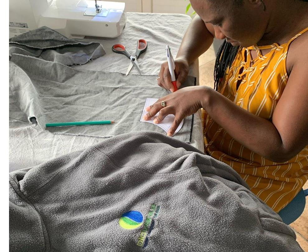 Dans le contexte de la pandémie, Stéfany Emballages Services (SES) croule sous les demandes pour produire en urgence des sacs à ouverture soluble destinés aux blanchisseries des hôpitaux dans le traitement du linge contaminé.