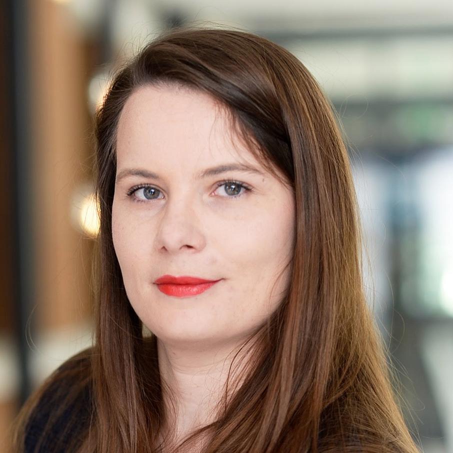Anne Jussiaux, Bredin Prat