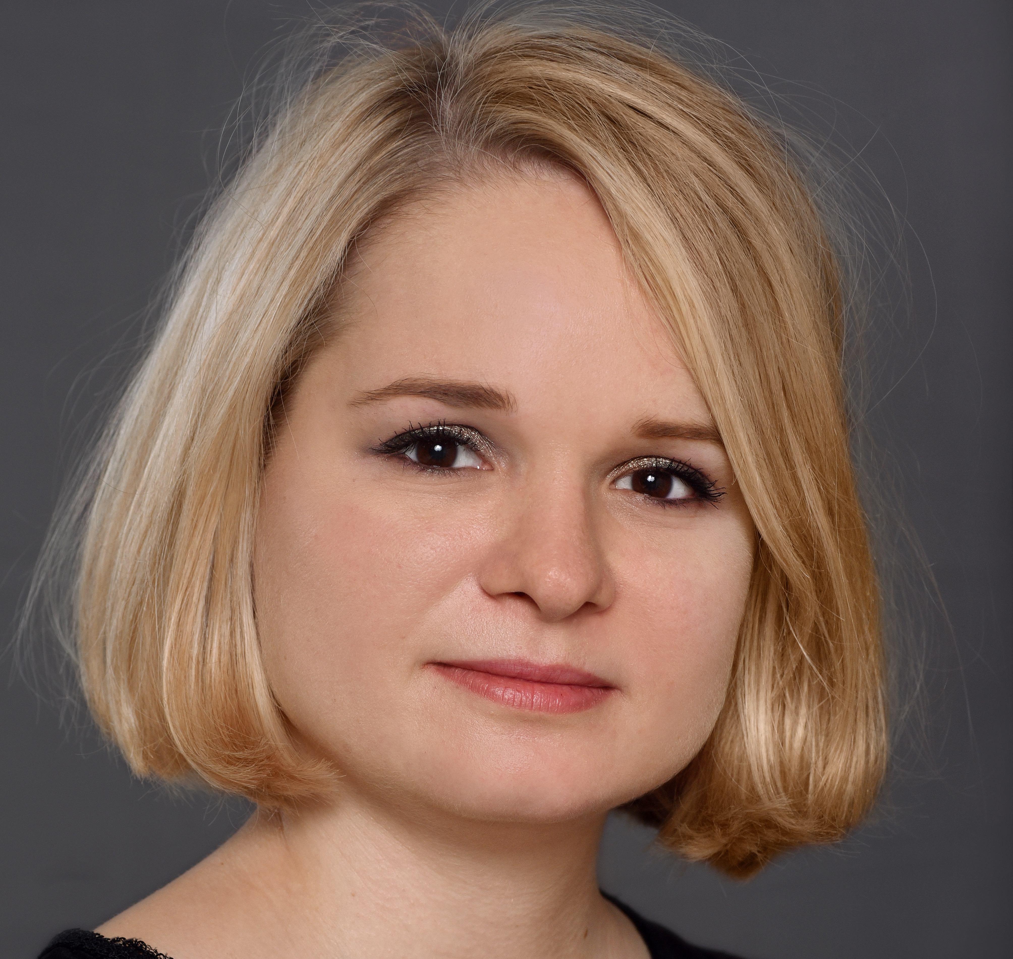 Tereza Courmont-Vlkova, Paul Hastings